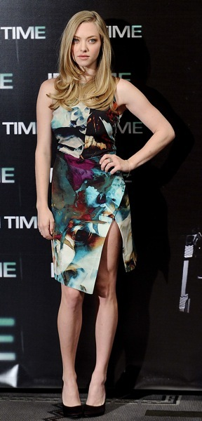 Amanda Seyfried in an asymmetrical dress
