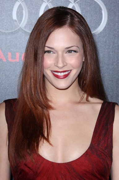 Amanda Righetti's sleek, auburn hairstyle