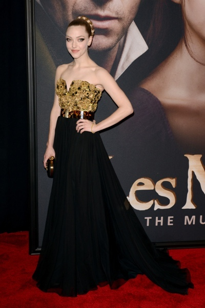 Amanda Seyfried in black and gold