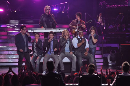 Hall & Oates and Top 6 Boys at Finale 5/26/10