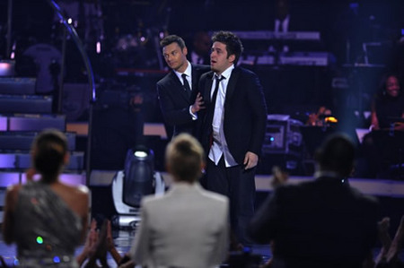 Lee Dewyze and Ryan Seacrest at Finale 5/26/10