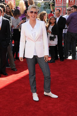 Ellen Degeneress on Red Carpet at Finale 5/26/10