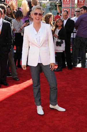 Ellen Degeneress on Red Carpet at Finale 5/26/10