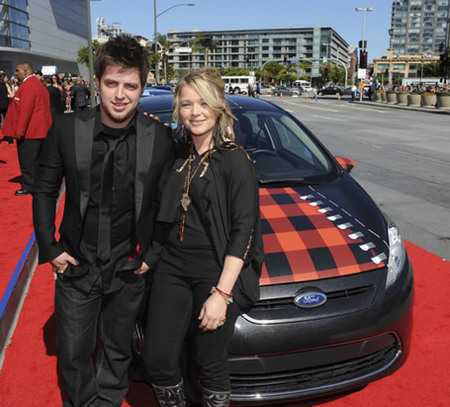 Lee Dewyze and Crystal Bowersoxs on Red Carpet at Finale 5/26/10