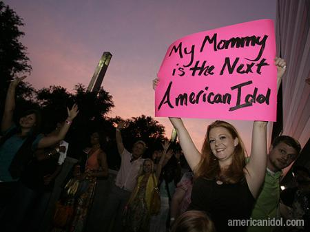 American Idol Season 9 Atlanta Auditions Girl Holding Mommy Sign
