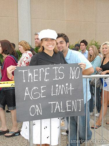 American Idol Season 9 Auditions Girl Wearing White Hat Holding Sign