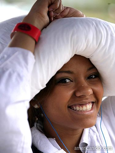American Idol Season 9 Boston Auditions Girl White Pillow On Her Head