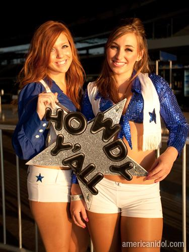 American Idol Season 9 Dallas Auditions Cowboy Cheerleaders with Sign