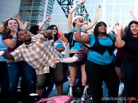 American Idol Season 9 Dallas Auditions Crowd Dancing
