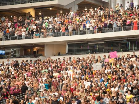 American Idol Season 9 Dallas Auditions Crowd in Stadium