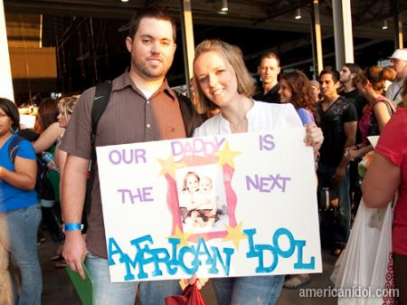 American Idol Season 9 Dallas Auditions Man and Woman with a Sign