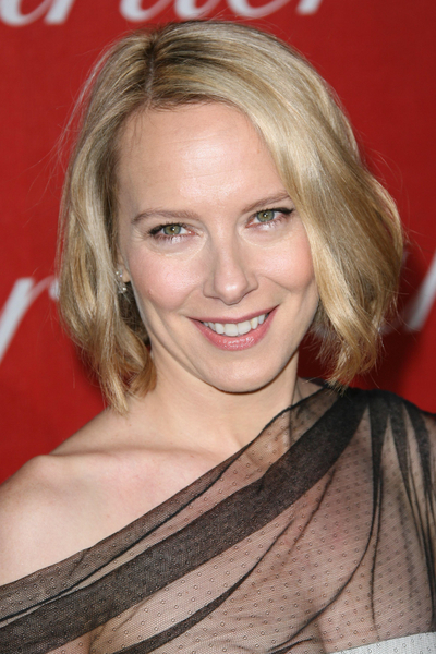 Amy Ryan's blonde bob hairstyle