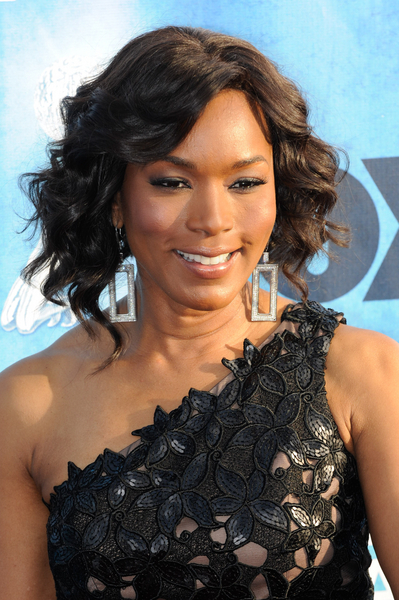 Angela Bassett's gorgeous, wavy hairstyle