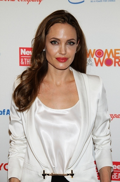 Angelina Jolie wears red lips