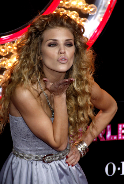 AnnaLynne McCord's long hairstyle