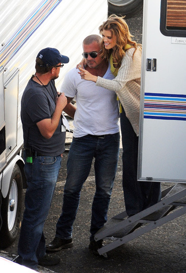 "Annalynne McCord cuddling her boyfriend on the set of ""90210"""