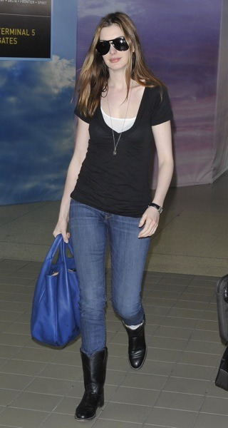 Anne Hathaway's simple style