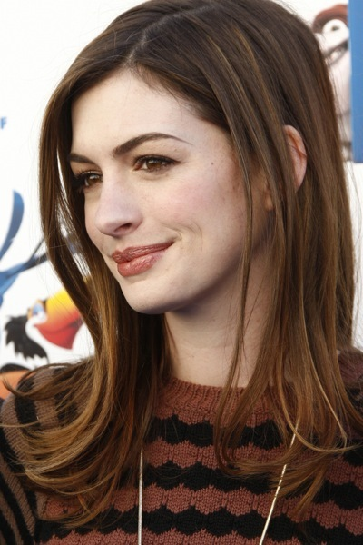 Anne Hathaway's simple hairstyle