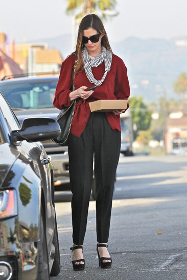 Anne Hathaway leaves a restaurant with a doggy bag in Hollywood