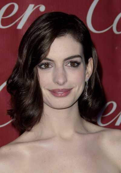 Anne Hathaway's Shoulder-Length Brunette Hairstyle