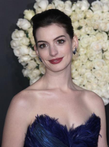 Anne Hathaways tight elegant up-do