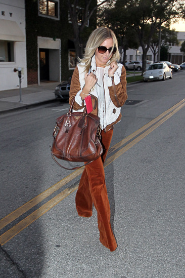 Ashley Tisdale leaves Byron and Tracy salon