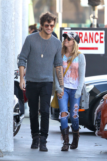 Ashley Tisdale and her new boyfriend head to lunch