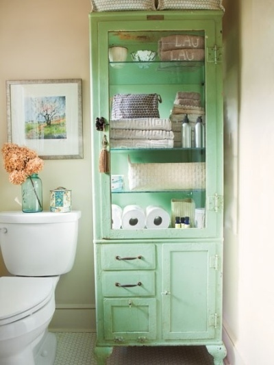 Soft green bathroom accent