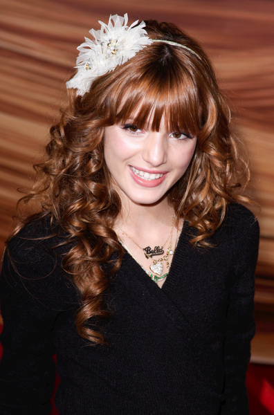 Bella Thorne&#039;s headband hairstyle