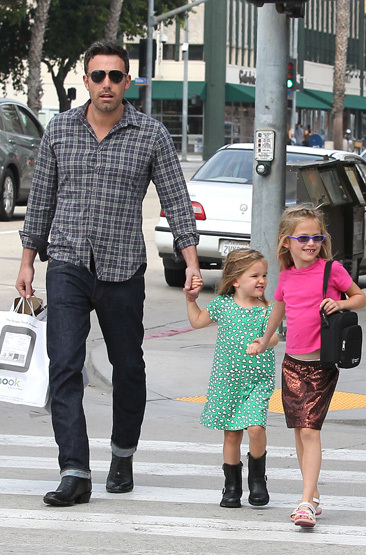 Ben Affleck &  his daughters