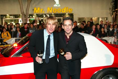 Ben Stiller and Owen Wilson stand while holding cups at a Starsky and Hutch premiere