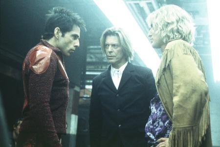 Ben Stiller and Owen Wilson stare at each other in Starsky and Hutch