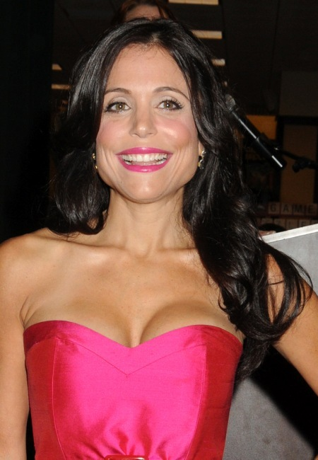Bethenny Frankel's dark, wavy hairstyle