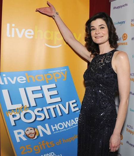 How does Betsy Brandt live happy?