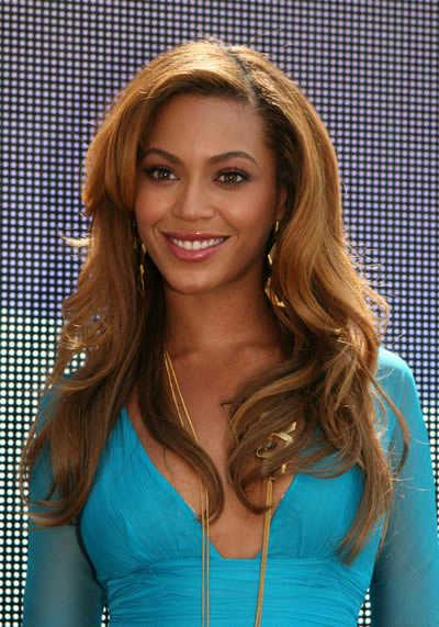 Beyonce&#039;s Sleek Long Layers