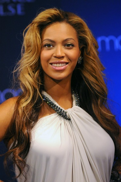 Beyonce's face framing curls for oval faces