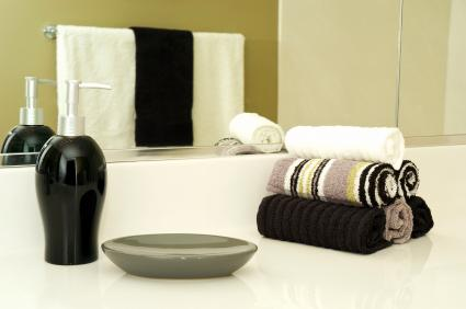 Black and White Accessories - Bathroom decorating ideas