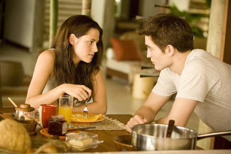 Breaking Dawn: Bella and Edward at breakfast