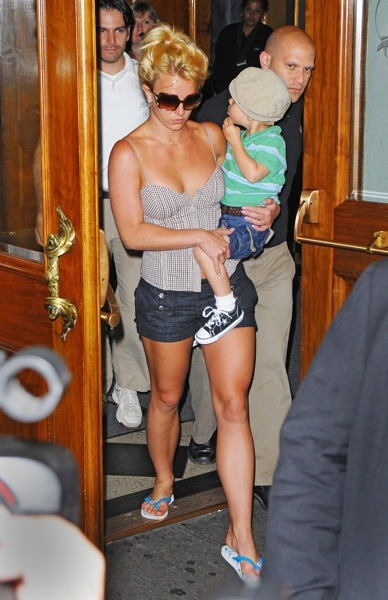 Britney Spears in flip flops