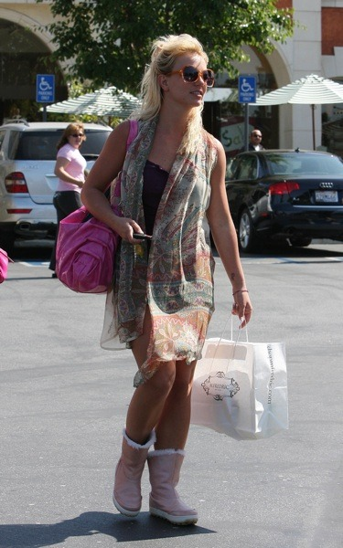 Britney Spears with pink purse