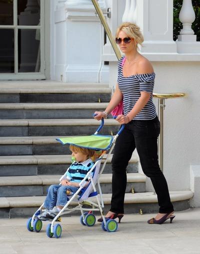 Britney Spears in stripes