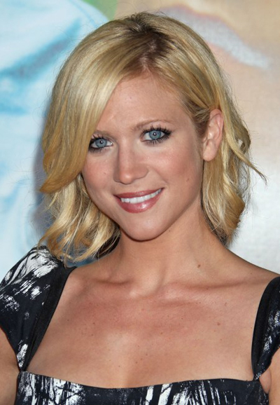 Brittany Snow's blonde, wavy hairstyle