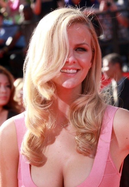Brooklyn Decker's blonde bombshell hairstyle