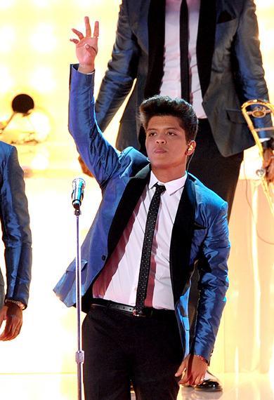 """Bruno Mars Sings """"Valerie"""""""