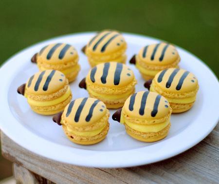 Bumblebee macarons