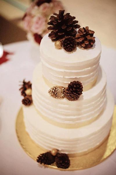 Wedding cake with pine