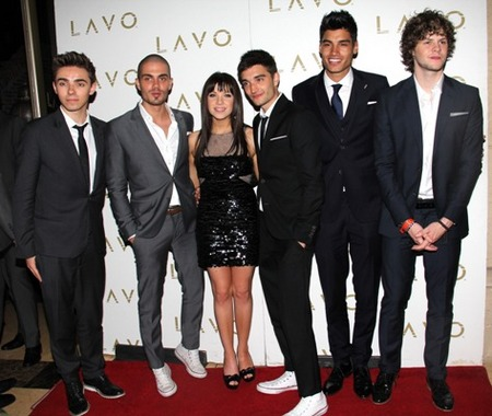 Carly Rae Jepsen poses with The Wanted