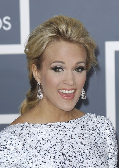 Carrie Underwood stuck with elegant