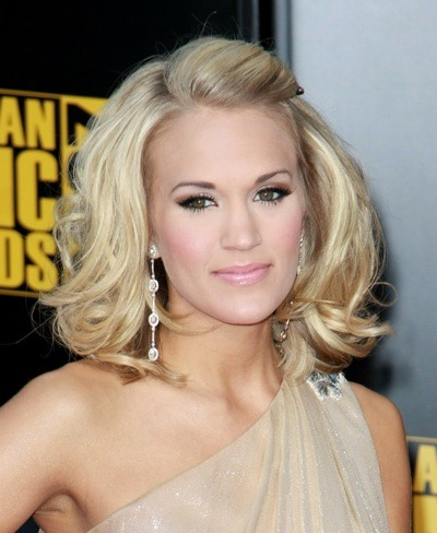 Carrie Underwood with dramatic make-up