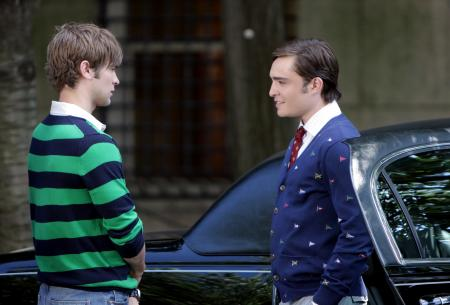 Chase Crawford and Ed Westwick next to a car in Gossip Girls